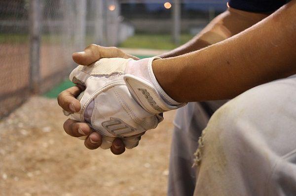 ベンチの野球選手