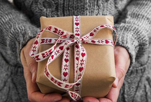 バレンタインのプレゼントを渡す