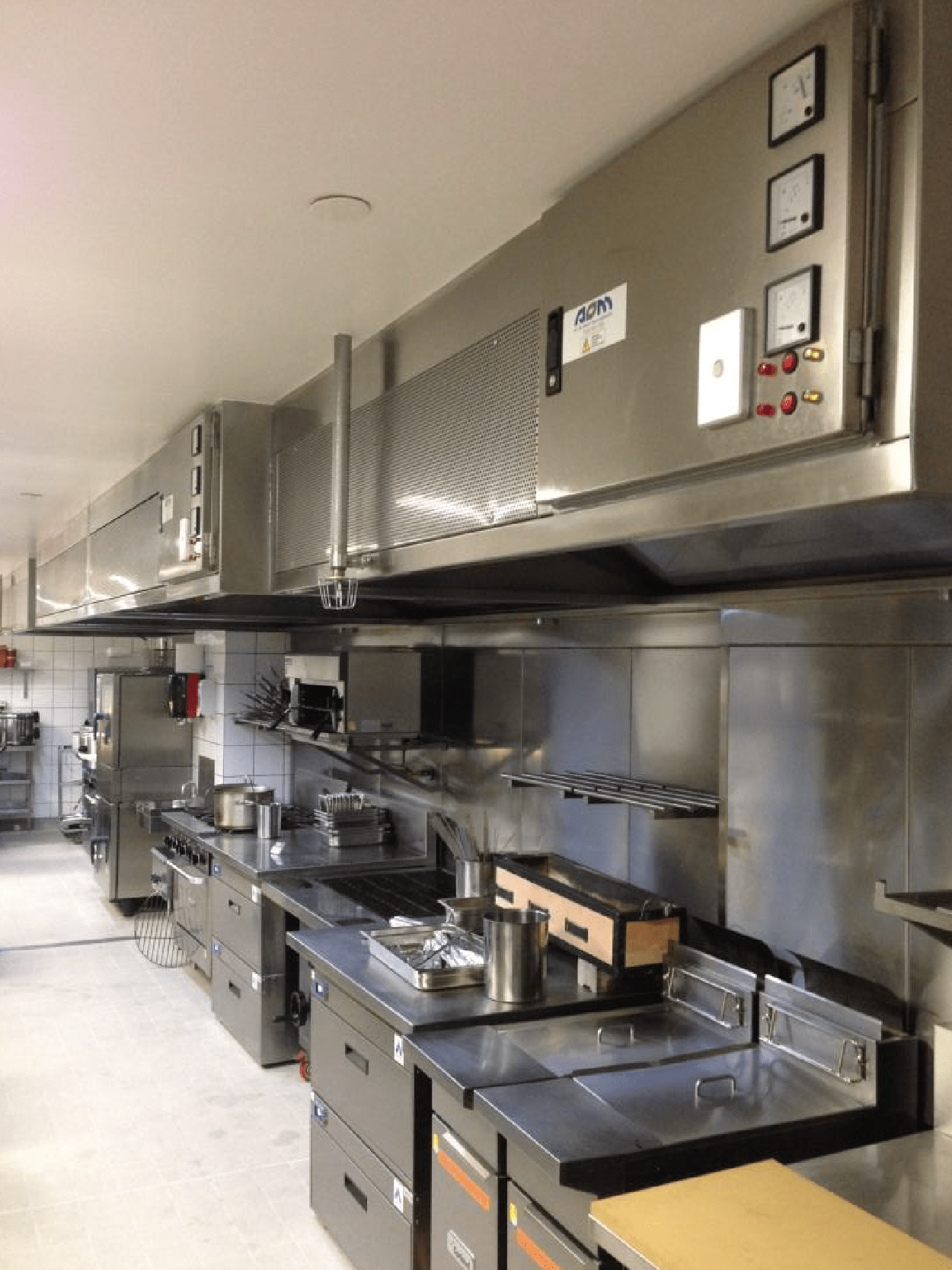 AOM Air and Odor Management Kitchen Hood at work