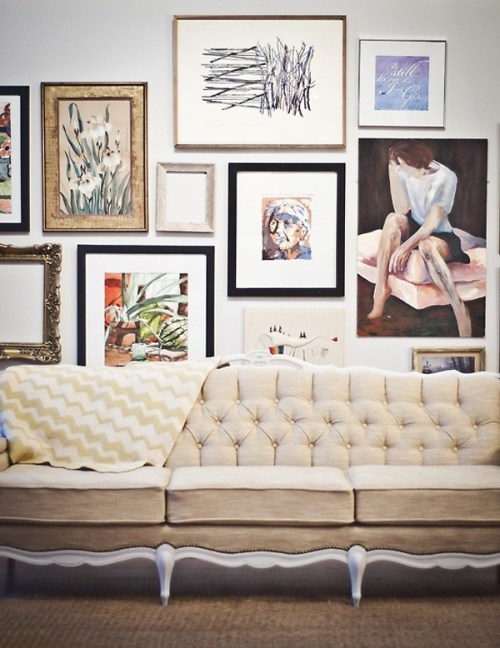 Art-Gallery-Wall-Ideas-18-1-Kindesign with couch
