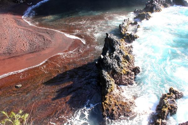Kaihalulu-Red-Sand-Beach