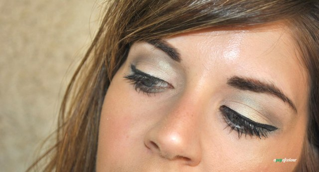 Lid: Fairest Jade.  Crease: Atmosphere.  Colours from the Day Break palette.