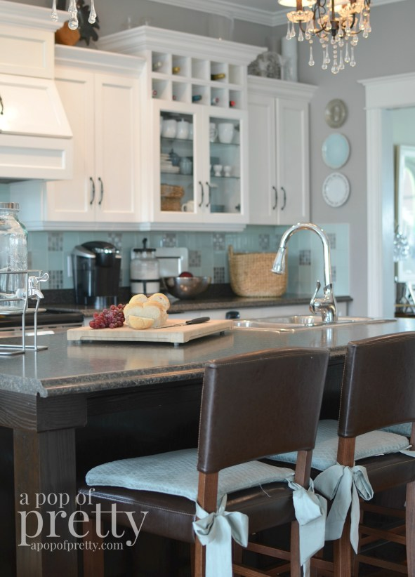 Canadian bloggers home tour - A pop of pretty kitchen