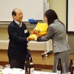 松本コーディネータへの花束贈呈