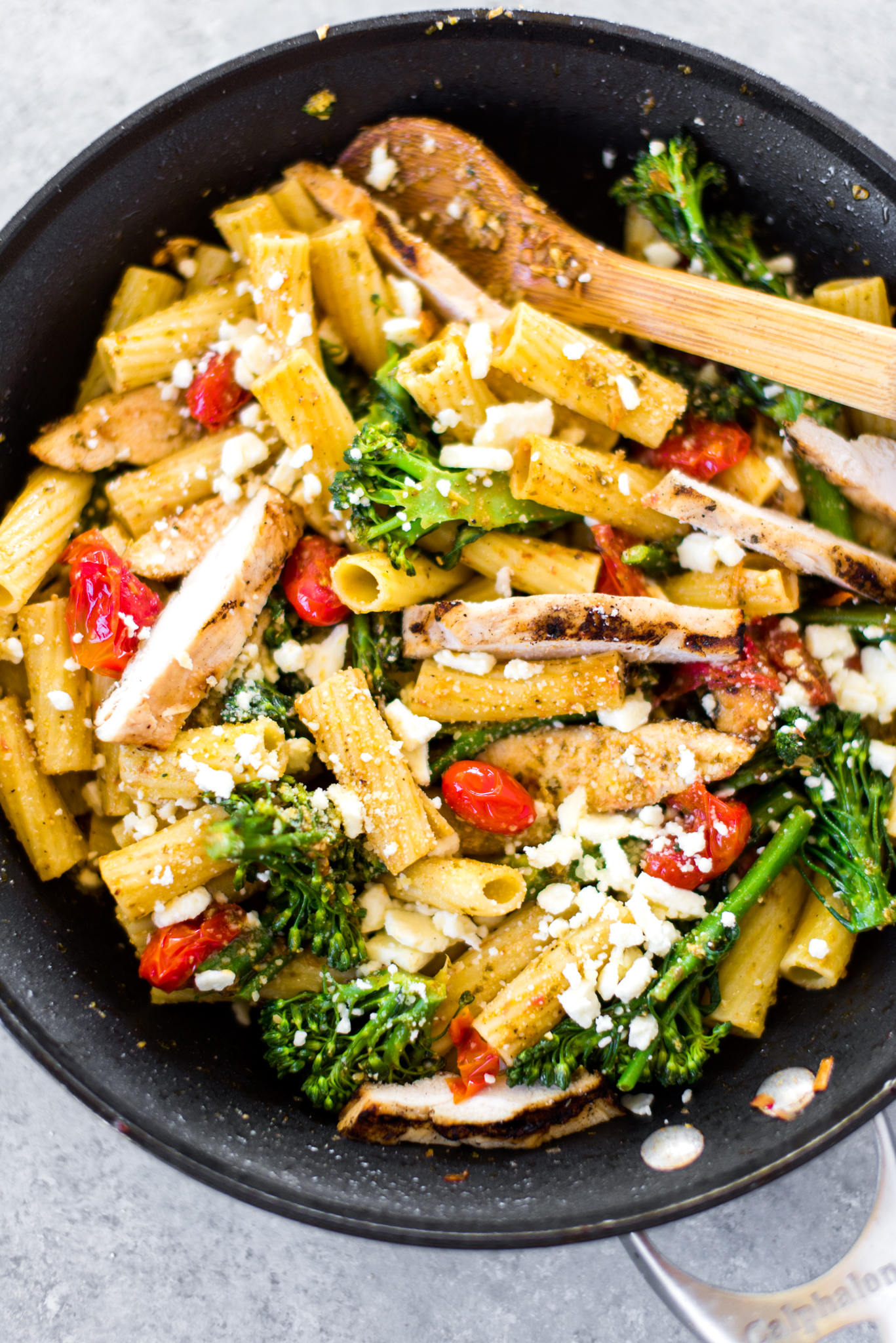 Garlic Pesto Rigatoni- comfort food for only 340 calories and done in 30 minutes.