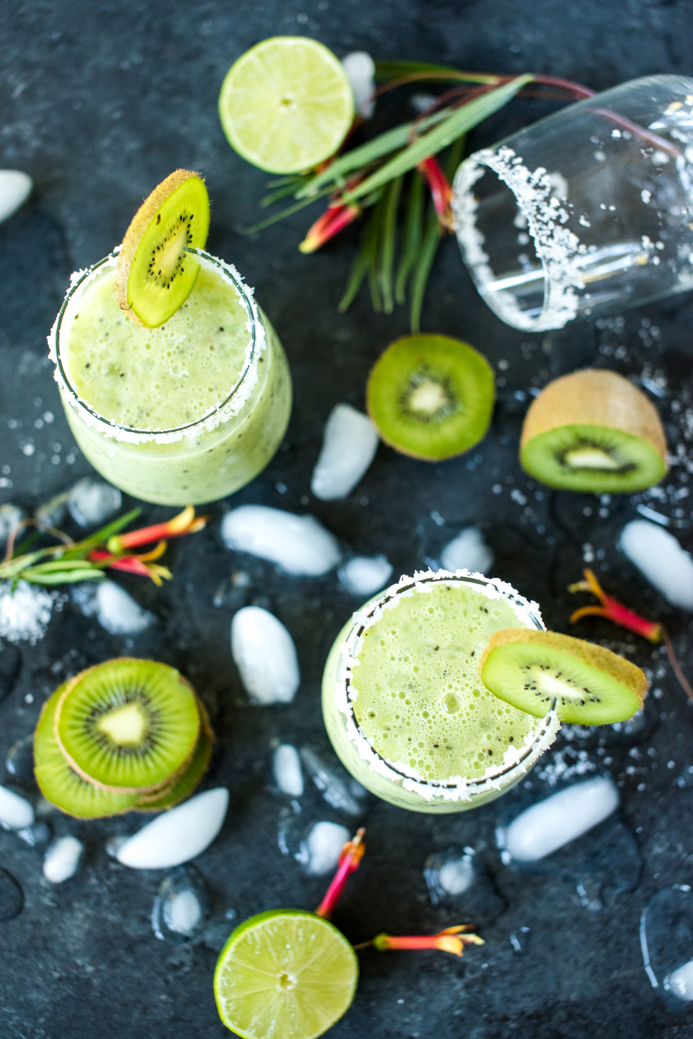 Honey Kiwi Margarita- absolutely delicious and so easy to make! Just throw all the ingredients in a blender and serve!