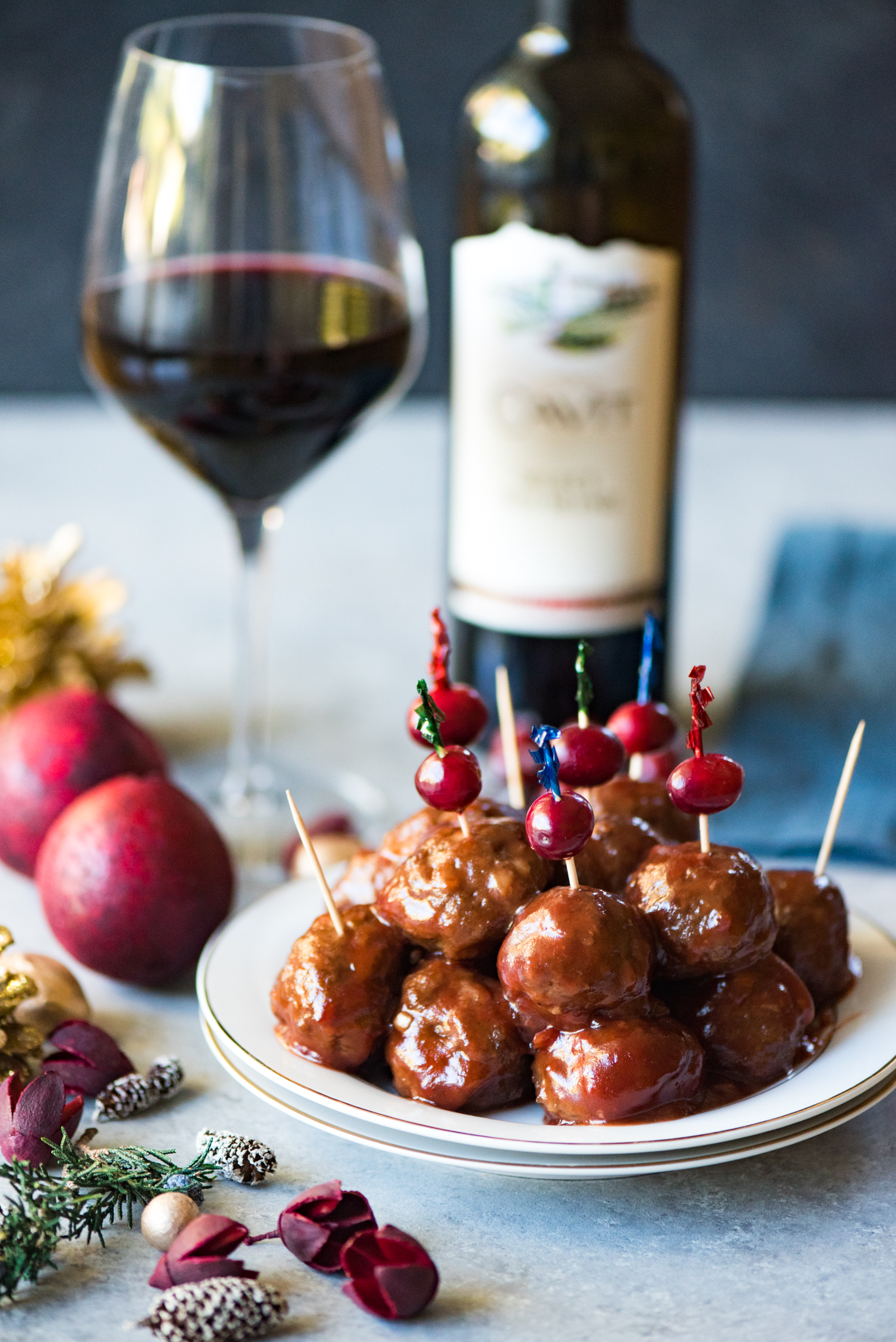 Glazed Cranberry Cocktail Meatballs- so easy and so addictive! Perfect for any potluck!