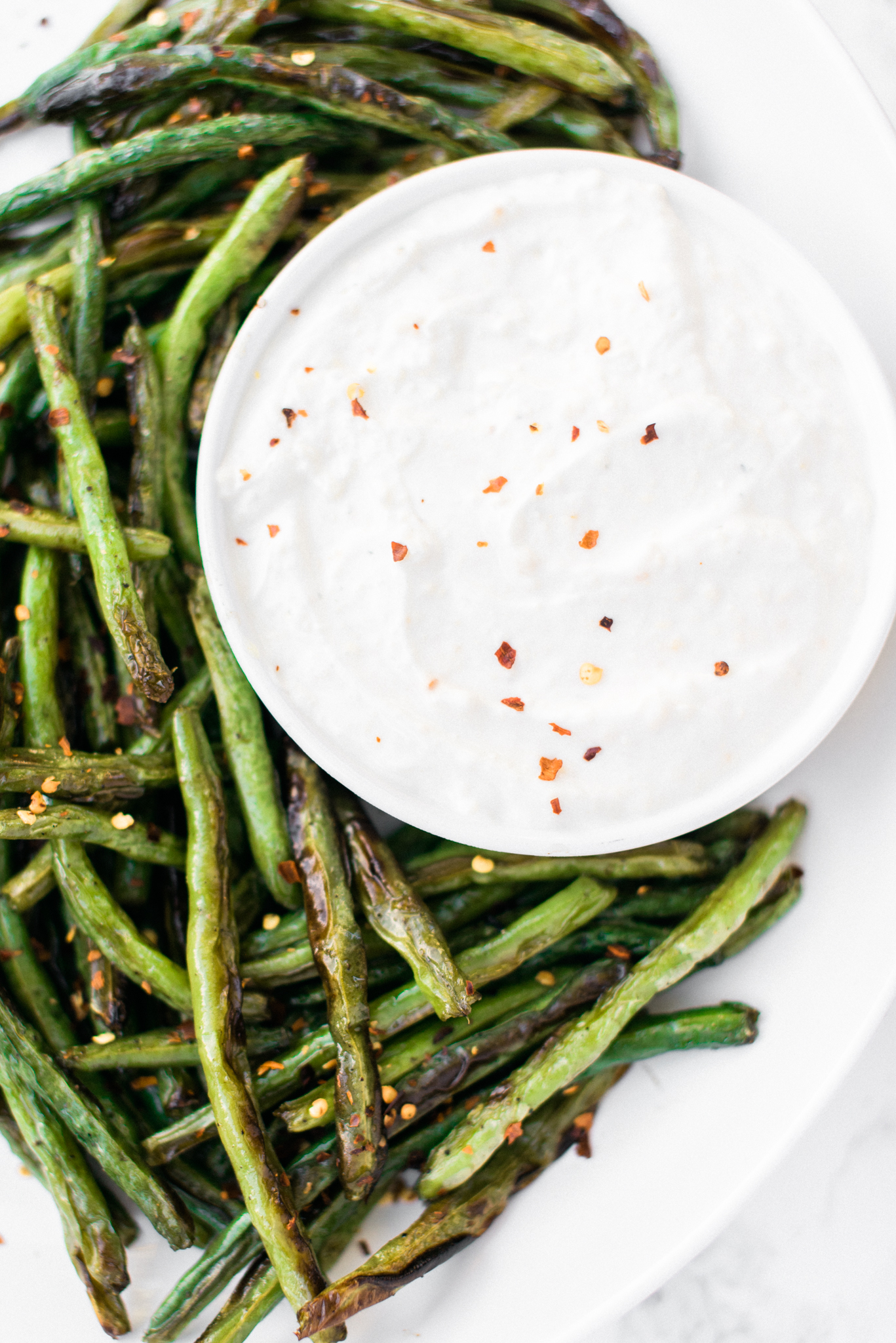 Crispy Green Beans with Garlic Dipping Sauce- a healthy and addictive snack!