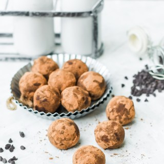 (No-Bake) Fudgy Brownie Truffles- only 3 ingredients and perfect for any chocolate craving!