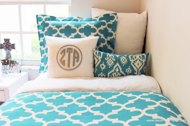 BLUE-Teal-Apache-Blue-Zeta-Fynn-Quatrtefoil-Duvet-and-Sham-Set-with-Zeta-Monogrammed-Pillow