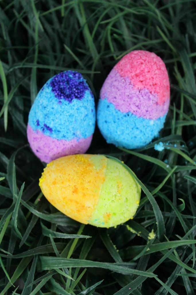 Easter Bath Bombs DIY tutorial for an easter basket