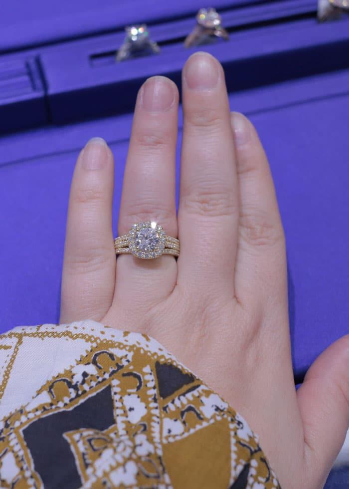 Tacori-Engagement-Rings-Gold-Setting-with-Round-Diamond
