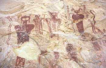 Extraterrestres con Halo o casco Sego Canyon Utah 7500