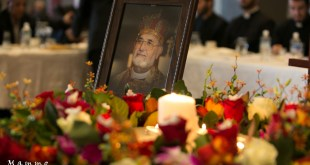 الاشوريين المقيمين في الامارات يقدمون التعازي برحيل قداسة البطريرك مار دنخا الرابع الى الاخدار السماوية
