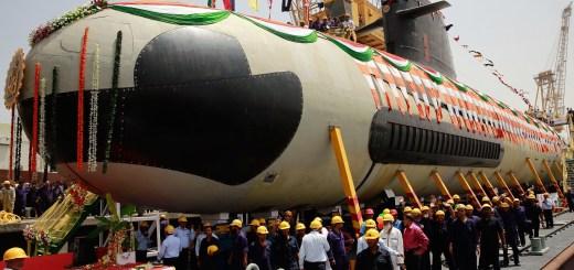 تسعى وزارة الدفاع الهندية إلى تحديد واختيار عدد قليل من الشركات الدفاعية الخاصة لإقامة شراكة استراتيجية معها بحيث يمكنها بعد ذلك الحصول على مشاريع دفاعية كبيرة ومثمرة، مثل إنتاج الغواصات والسفن الحربية والطائرات، على أساس الترشيح؛ وذلك بهدف تعزيز القطاع الدفاعي الخاص. (صورة بعدسة:  STR / AFP عبر غيتي إيمدجز)