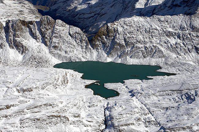 Vista aérea del ibón de Marmorés o Tucarroya.