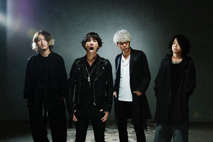 ONE OK ROCK TOURS WITH 5 SECONDS OF SUMMER