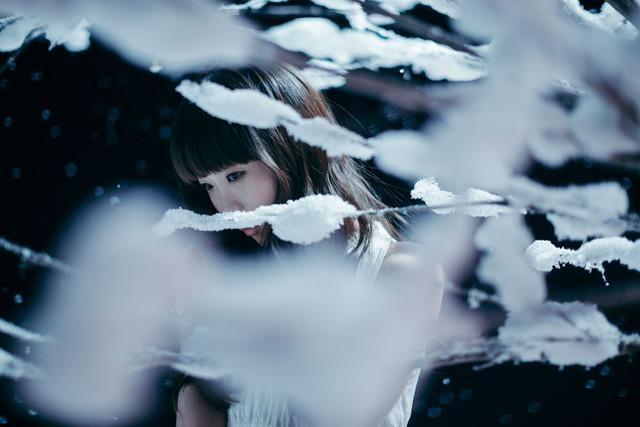 "Aimer Sings of Winter in ""Kogoesouna Kisetsu Kara"""