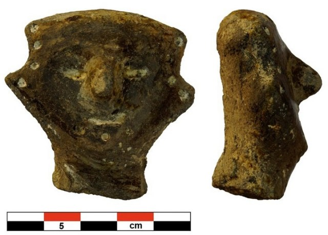 A prehistoric bone idol is one of the most intriguing new finds from The Salt Put town near Bulgaria's Provadiya. Photo: Trud daily / Provadiya - Solnitsata