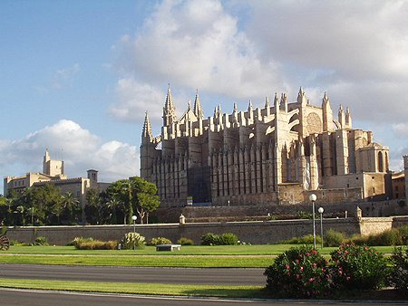 palmacathedral_almudainapalace_lge