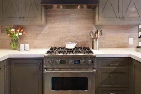cuisine taupe placards de cuisine gris taupe parquet cuisine moderne ambiance cosy e1476861227497