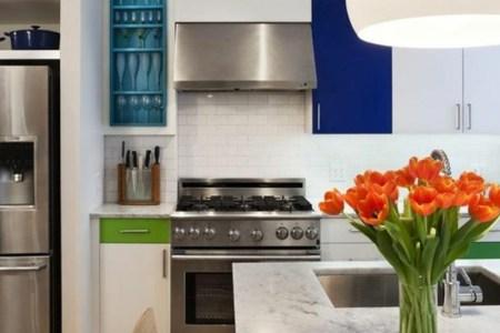 cuisine quipe avec ilot central en marbre ilot avec evier
