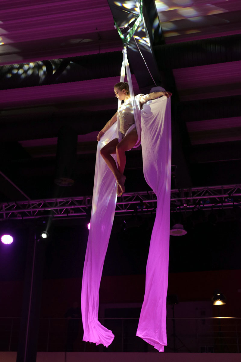 Argolla_Aerial_Silk_Acrobatic_Show_Kia_3