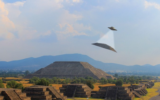 Ancient alien UFO at the Pyramid of the Sun, Teotihuacan.