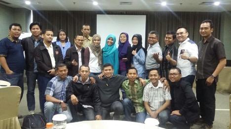Saya dan team seusai Rapat Koordinasi plus ditambahkan pelatihan tentang pentingnya sinergi.