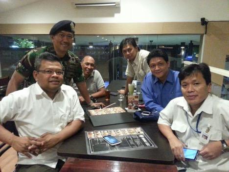 Silaturahim dengan rekan setelah berpisah belasan tahun dari SMA 3 Malang, Bhawikarsu.