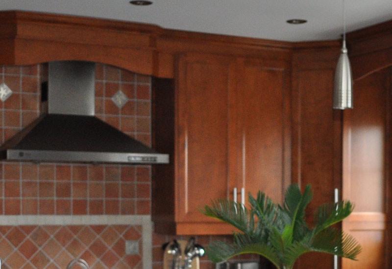 Cuisine en bois merisier mod le shaker couleur v nitien for Armoire de cuisine thermoplastique prix