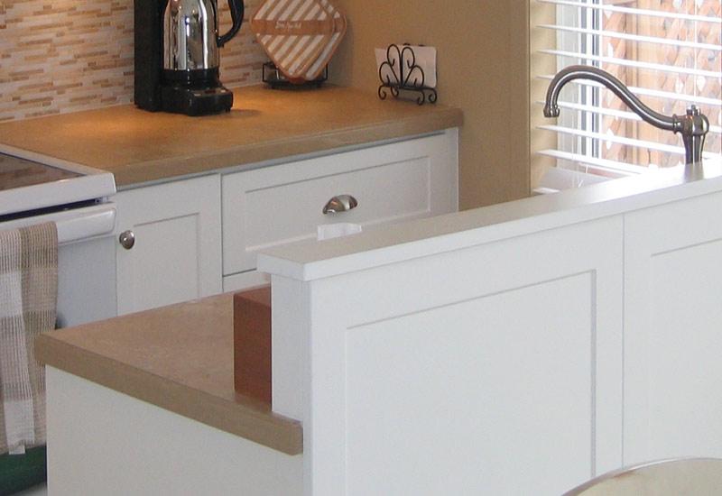 Cuisine en thermoplastique mod le shaker blanc armoires for Armoire de cuisine prix