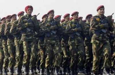 An Indian Army Parachute Regiment contingent marches past during Army Day parade in New Delhi, India, Thursday, Jan. 15, 2009. (AP Photo/Gurinder Osan)