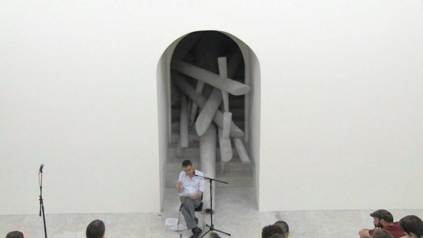 Лексия Рэя Брассьера в скульптуре Адриана Вильяра Рохаса // MoMA P.S.1, 2013