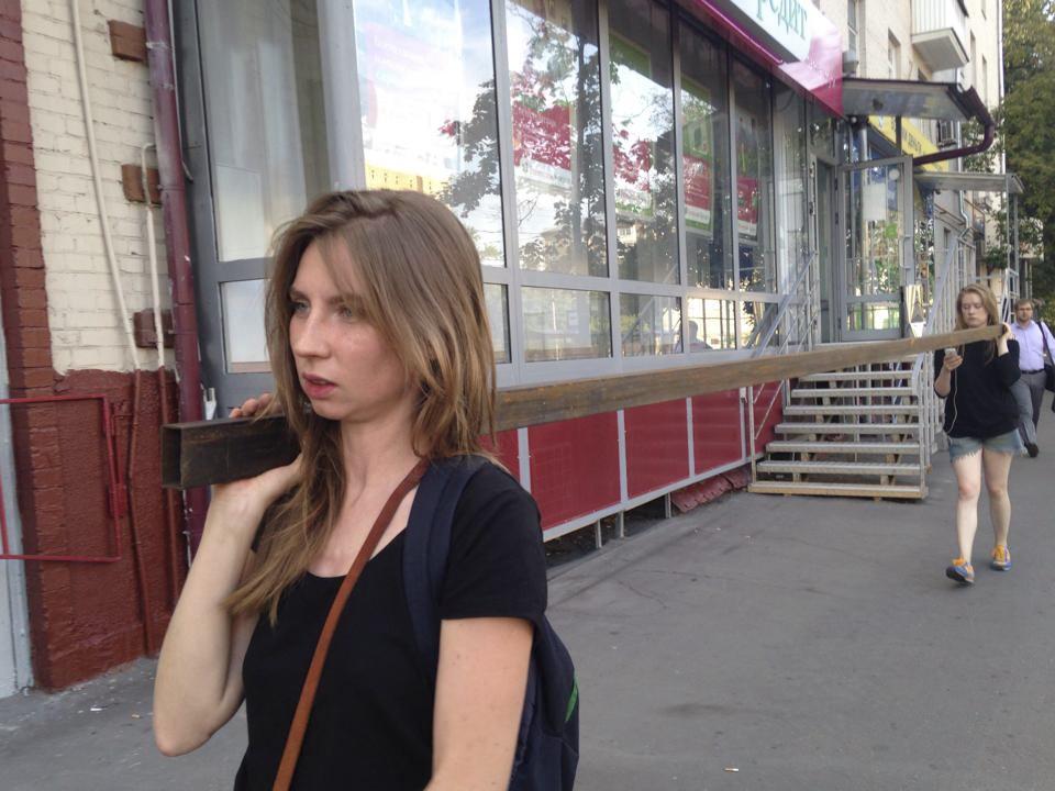 Перформанс Екатерины Васильевой и Ганны Зубковой «Революционная ось»