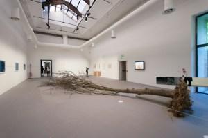 Роберт Смитсон, Dead Tree, 1969 - 2015 // Фото: www.inexhibit.com