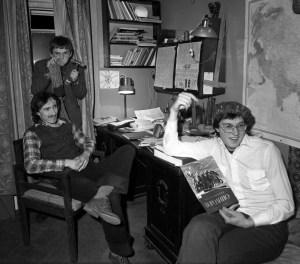 Группа «Мухомор» в квартире братьев Мироненко в Варсонофьевском переулке, 1982 Фото:  Георгий Кизевальтер