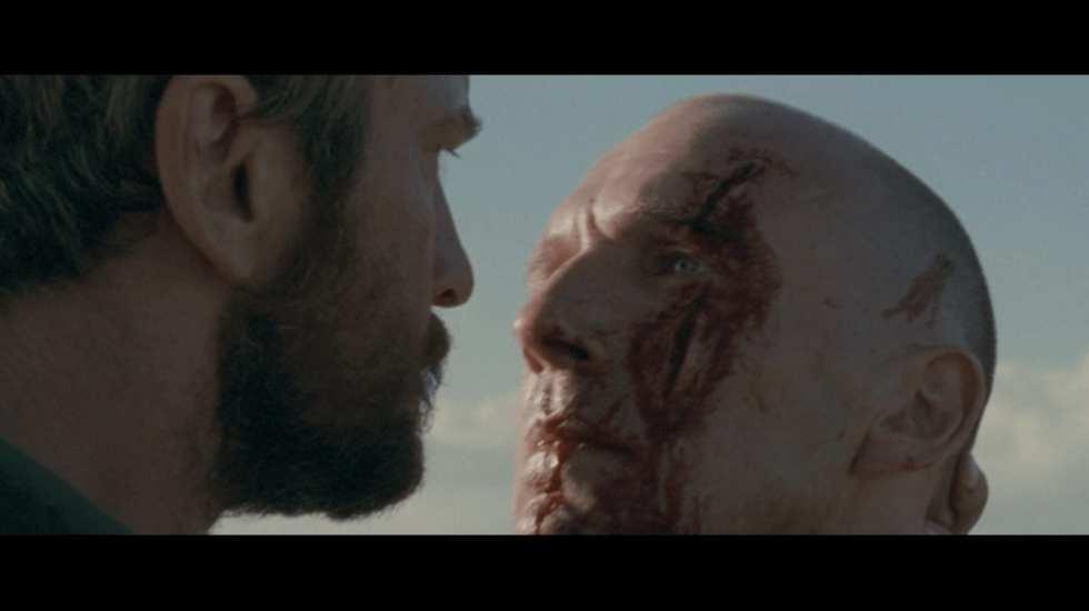 Кадр из фильма «Кориолан», режиссер Рэйф Файнс, 2011. Сцена убийства Кориолана Авфидием – вождем повстанцев
