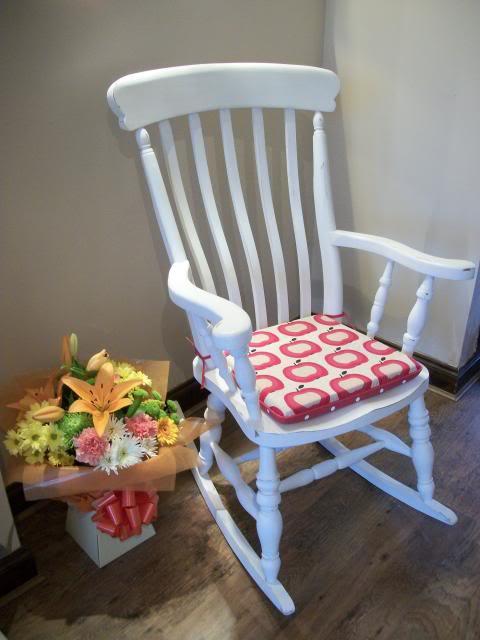Sedie fai da te come realizzare cuscini in stile shabby - Cuscino per sedia viola ...