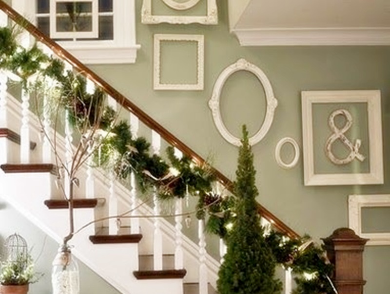 Come decorare le scale per natale 20 idee shabby - Decorazioni natalizie per le scale ...