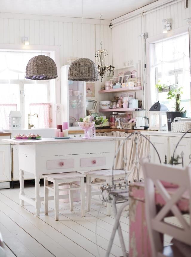 Cucina total white con accessori rosa arredamento shabby - Accessori cucina shabby chic ...