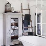 Il bagno shabby chic come arredarlo con mobili e accessori - Badkamer mansard ...