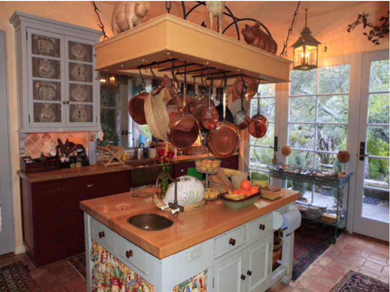 Casa rustica provenzale penelope ci ha invitato a santa for Old country style kitchen ideas