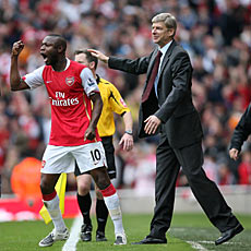 Wenger and Gallas celebrate at the end of the match