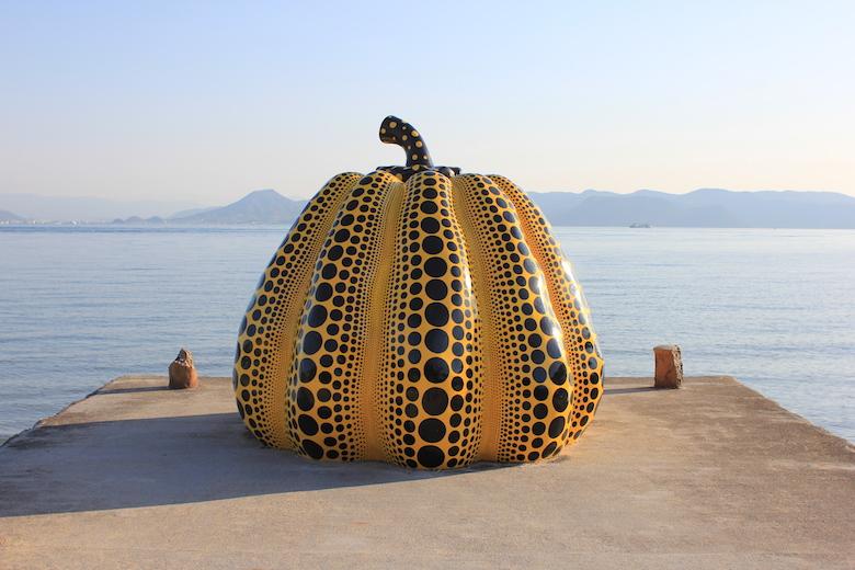 直島 黄色いかぼちゃ