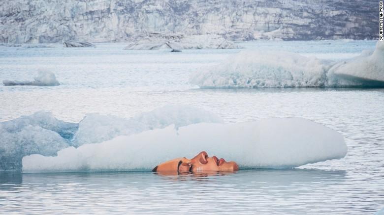 Художник превращает лед в произведение искусства