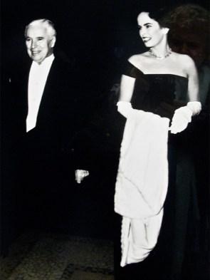 Un ritratto di Chaplin e Ona in abito da sera