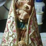 Imagem da N.Sra de Nazaré.padroeira de Belém do Pará. Manto customizado em tecnica de decoupagem.