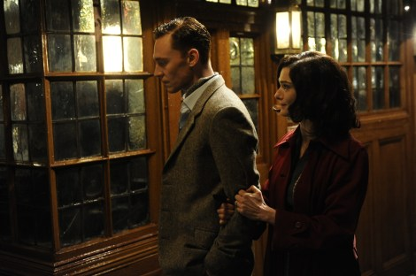 DBS16 049 Rachel Weisz (Hester Collyer) & Tom Hiddleston (Freddie Page)