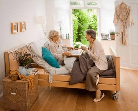 Letti elettrici per disabili ed anziani: come ottenere gli sconti?